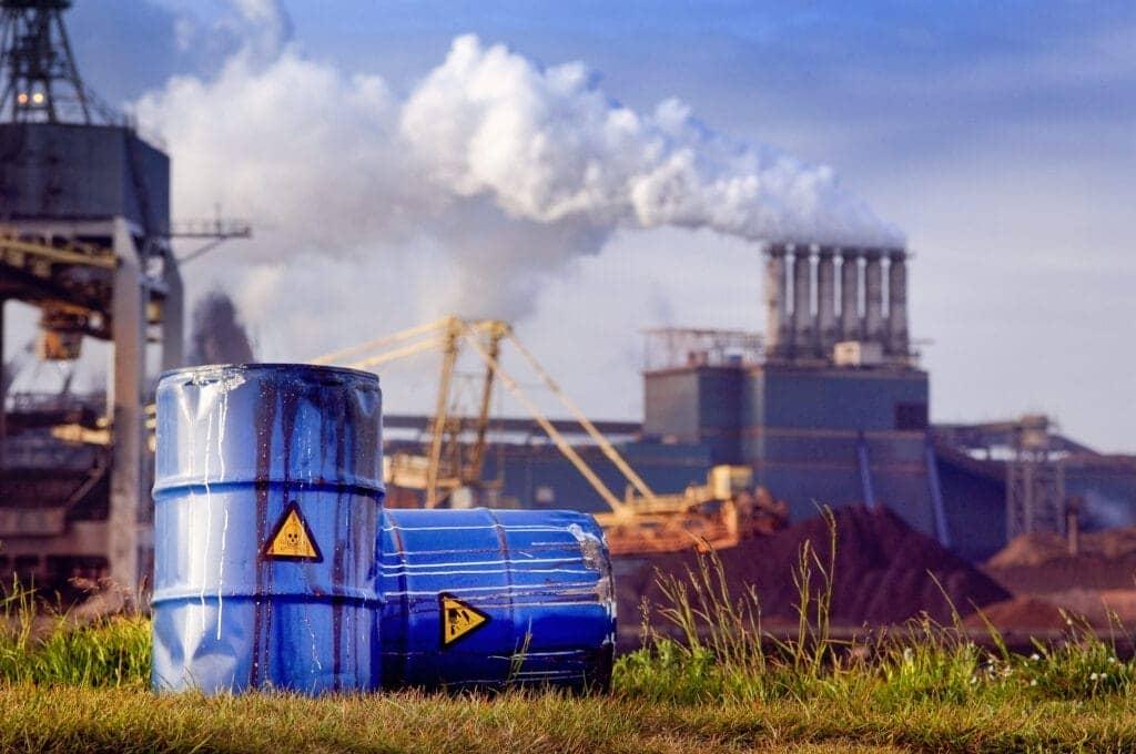 Jakie są zasady składowania odpadów niebezpiecznych?